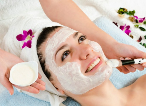 Maske-bei-Mojgan-Cosmetics